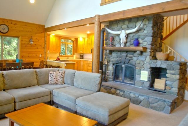 Mt. Baker Lodging Cabin #07 – LAKEFRONT, HOT TUB, BBQ, SLEEPS-10! photo 59283