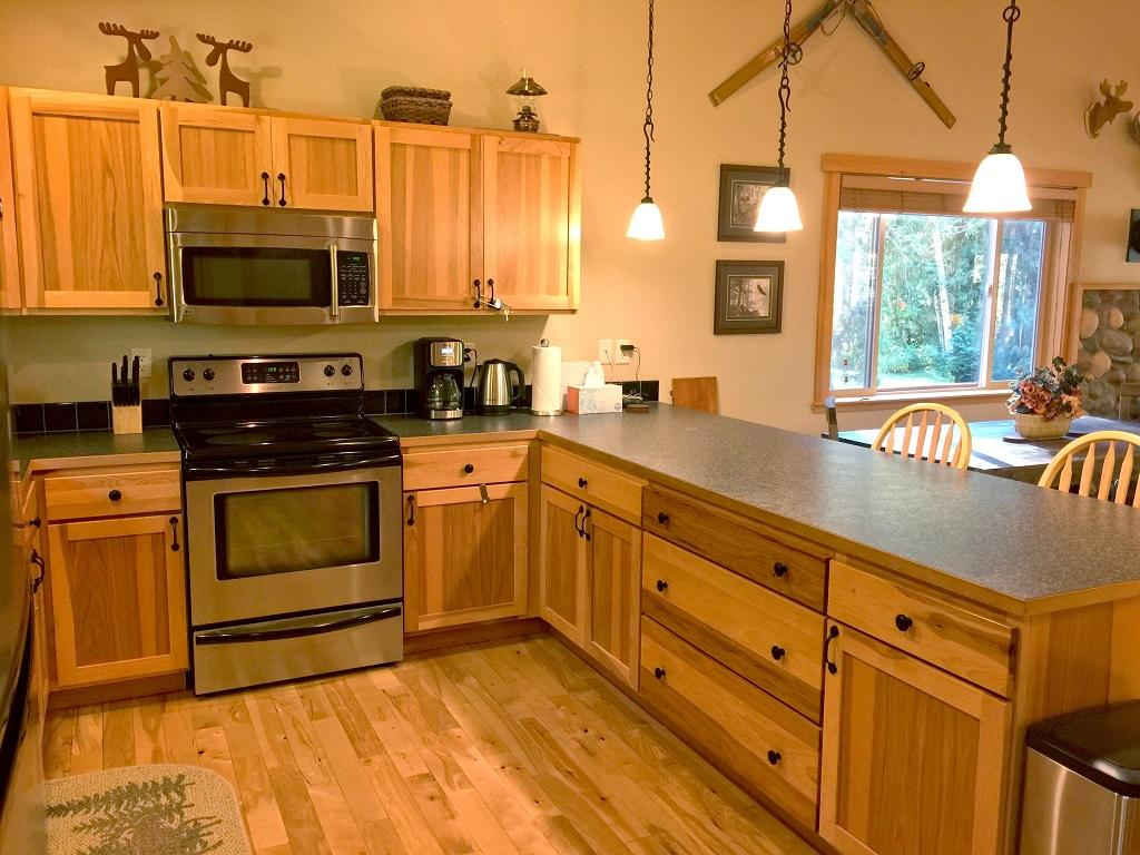 Apartment Mt  Baker Lodging Cabin  65     HOT TUB  FIREPLACE  PETS OK  BBQ  WIFI  SLEEPS-10  photo 4001021