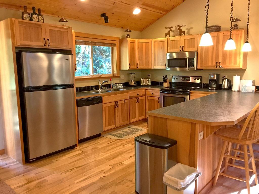 Apartment Mt  Baker Lodging Cabin  65     HOT TUB  FIREPLACE  PETS OK  BBQ  WIFI  SLEEPS-10  photo 4001020