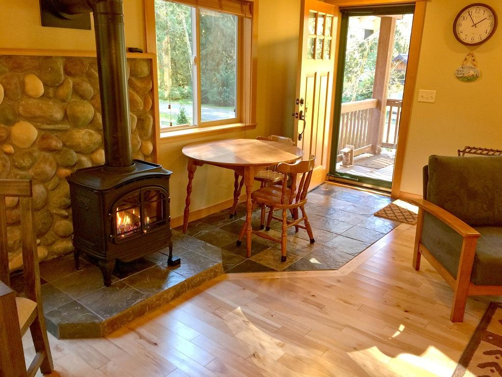 Mt. Baker Lodging Cabin #65 – HOT TUB, FIREPLACE, PETS OK, BBQ, WIFI, SLEEPS-10! photo 4001019
