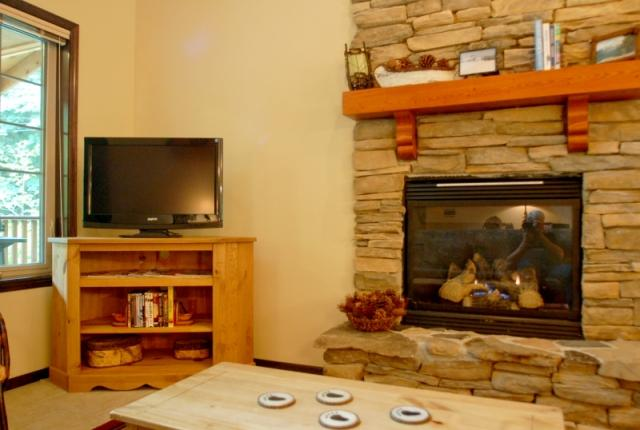 Mt. Baker Lodging Cabin #89 – HOT TUB, BBQ, PETS OK, FIREPLACES, D/W, WIFI, SLEEPS-4! photo 60910