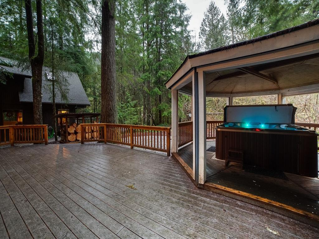Apartment Mt  Baker Lodging Cabin  66     HOT TUB  WOOD STOVE  BBQ  WIFI  SLEEPS-10  photo 4001916