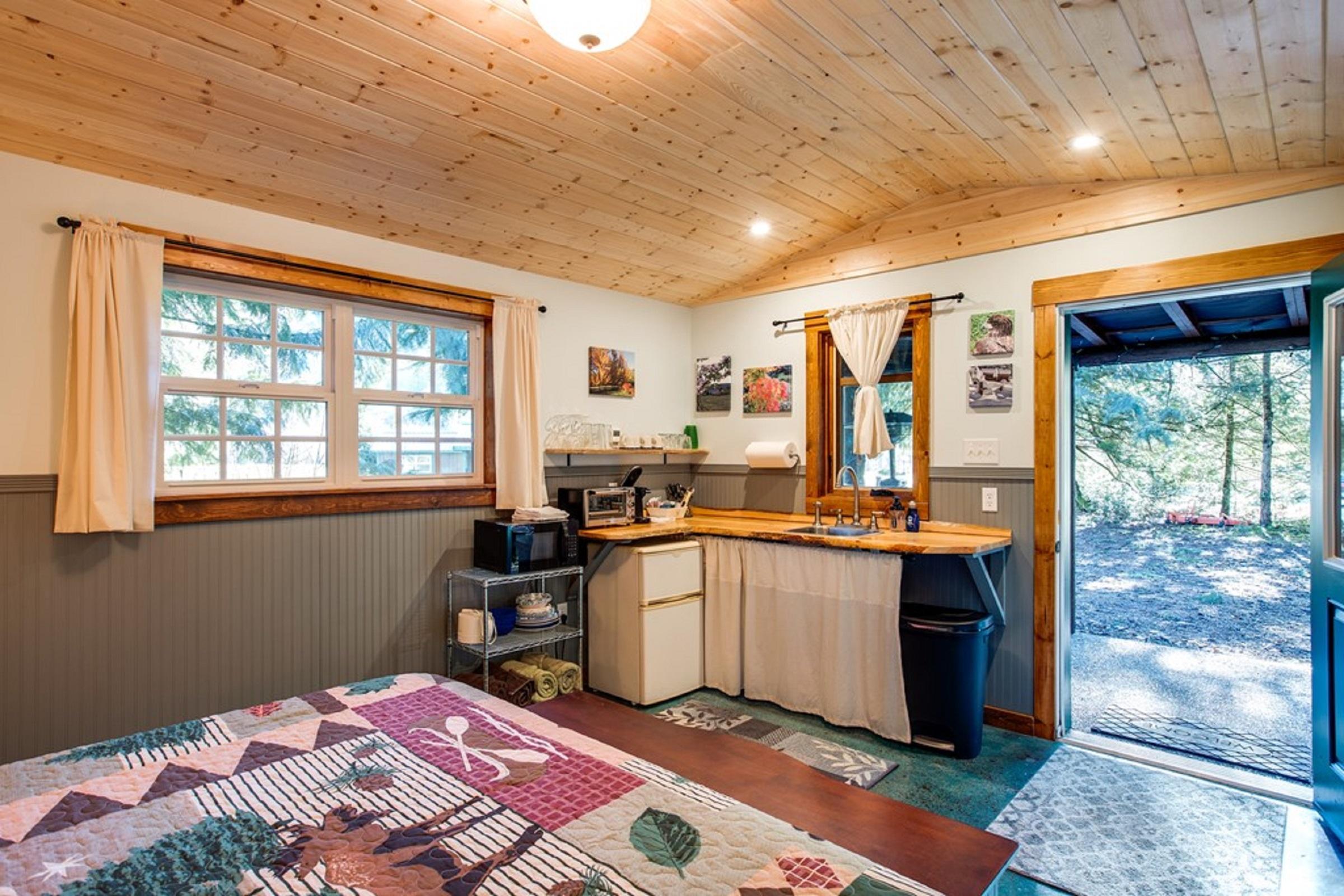 Mt. Baker Lodging Cabin #72 – PET FRIENDY, MT VIEWS, BBQ, SLEEPS 2! photo 31818158