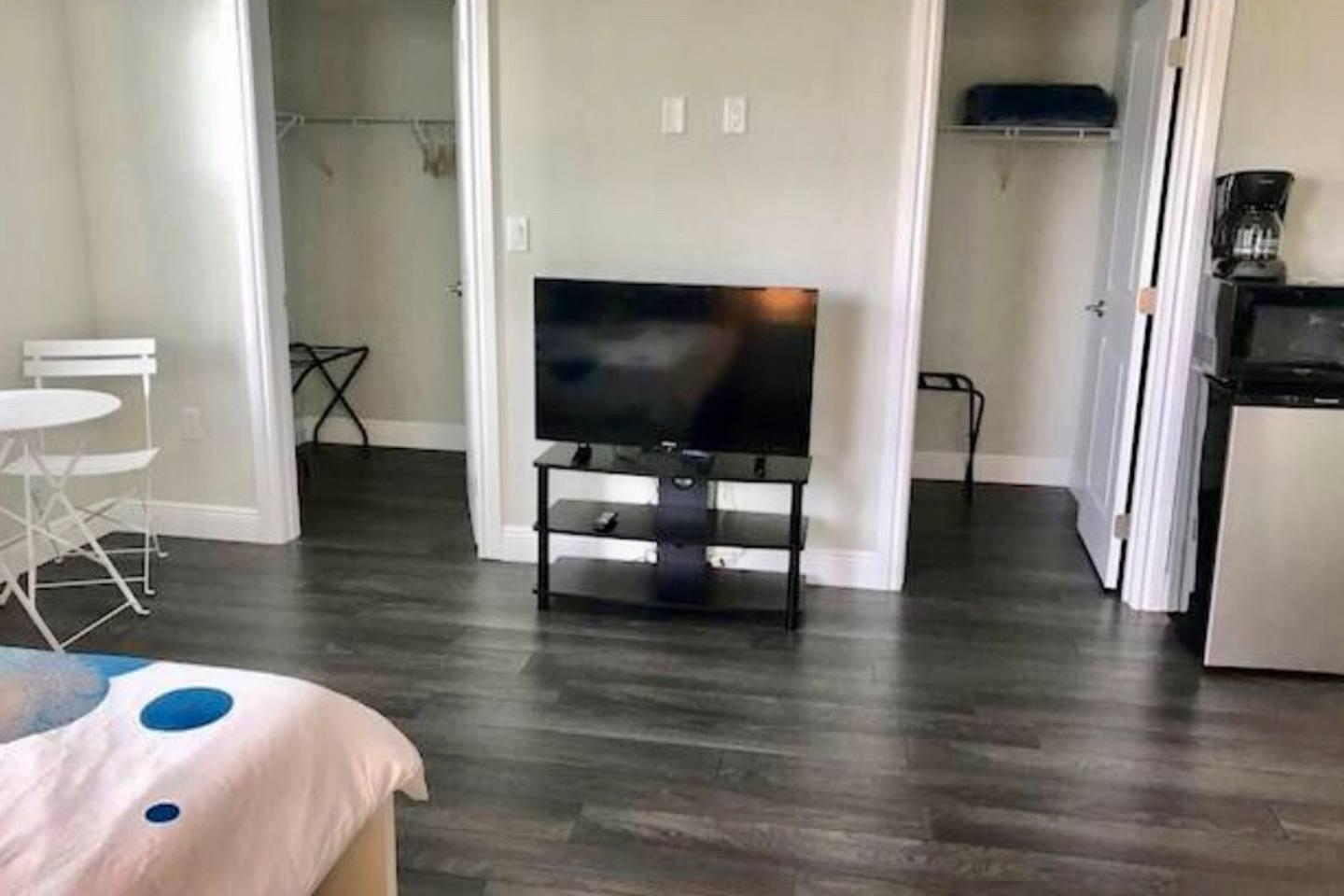 Apartment 4 Bedroom house steps from Riverwalk FtLauderdale photo 31771366