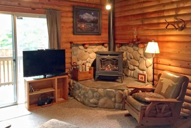 Mt. Baker Lodging Cabin #17 – REAL LOG CABIN, BBQ, PETS OK, SLEEPS-8! photo 59483