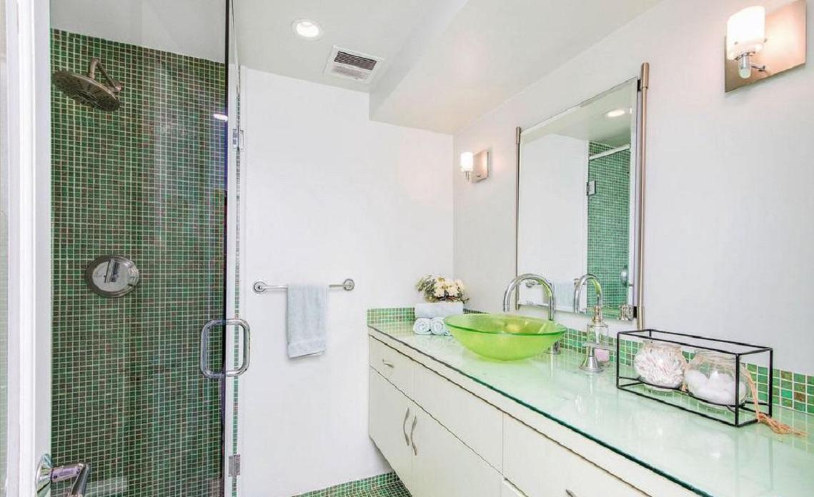 Apartment Exquisitely renovated 2 bed   den 2bath photo 5729852