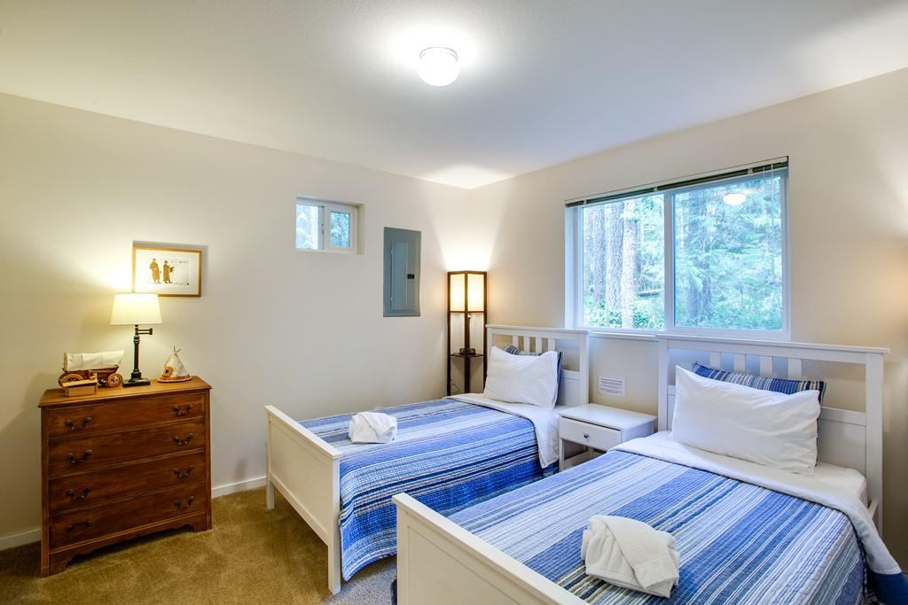 Apartment Mt  Baker Lodging Cabin  30  ndash  HOT TUB  WIFI  DVD  BBQ  W D  DW  SLEEPS 8  photo 27790026